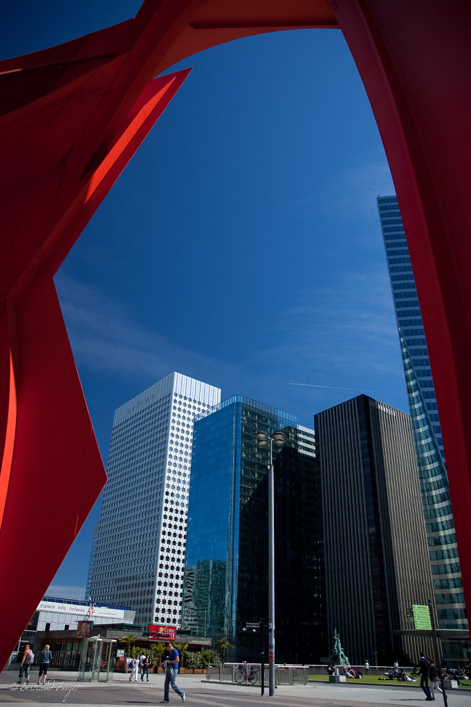 photo le grand stabile rouge alexander calder