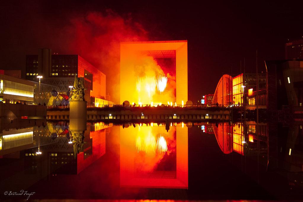 photo spectacle pyrotechnique la defense saint exupery