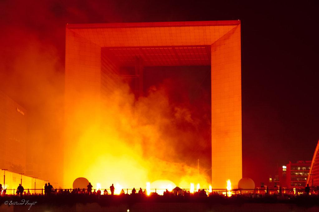 photo spectacle pyrotechnique grande arche defense saint exupery
