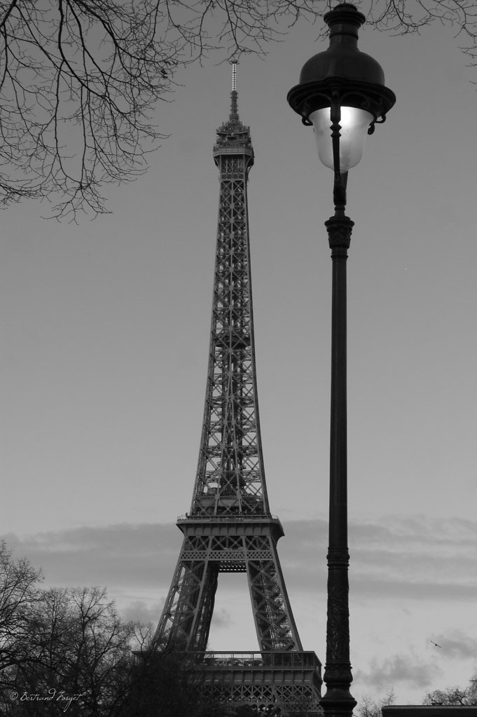 photos-paris-tour-eiffel-lampadaire.jpg