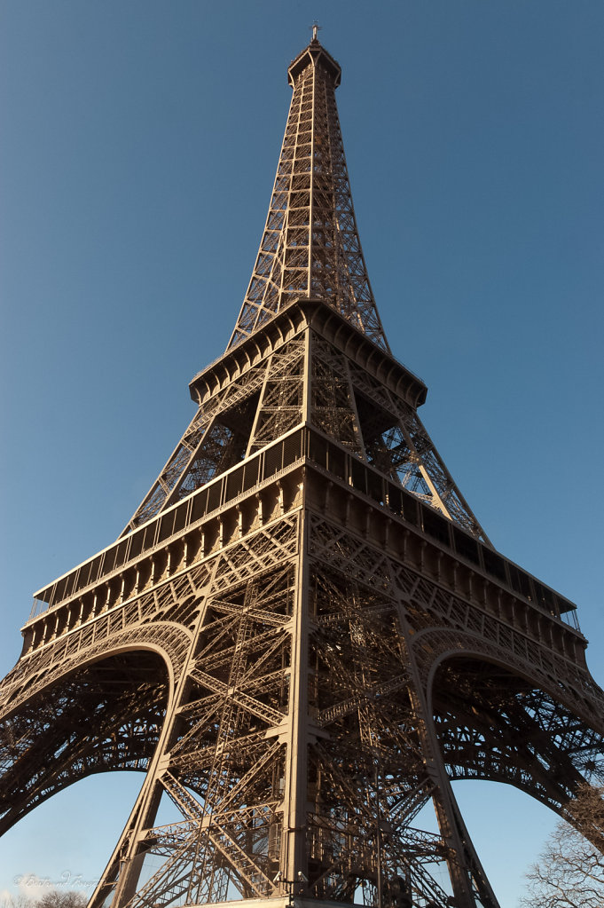 photos-paris-tour-eiffel-symetrie.jpg