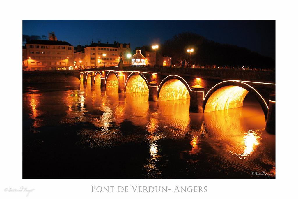 Pont de verdun éclairé - Angers